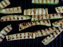 在烤肉的油煎的夏南瓜 库存照片