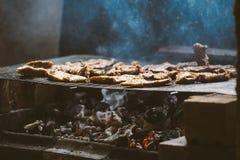 在烤肉的猪肉剁 库存图片