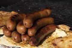 在烤肉的香肠 免版税库存照片