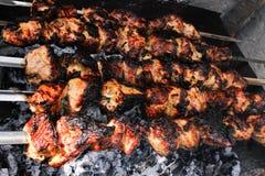 在烤肉被烤的一些肉串特写镜头  库存照片