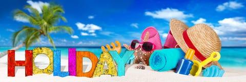 在热带天堂海滩的假日辅助部件 免版税图库摄影