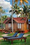 在热带手段的大木平房街道 免版税库存照片