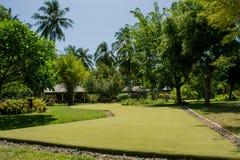 在热带手段的微型高尔夫球领域在马尔代夫 免版税库存照片