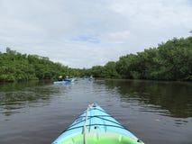 在热带水路的皮船冒险第一个人观点 免版税库存照片