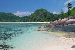 在热带海岛上的海湾 白鹅Lazare, Mahe,塞舌尔群岛 免版税库存照片