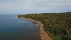 在热带海岛上的鸟瞰图美好的海岸线有火山的沙子海滩的 Camiguin海岛菲律宾 影视素材