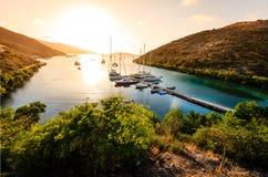 在热带海岛的日落 免版税库存图片