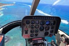 在热带海岛的直升机 免版税库存照片