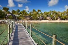 在热带海岛的视图从木桥 图库摄影