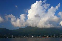 在热带海岛的阴云密布 mahe塞舌尔群岛维多利亚 免版税库存图片