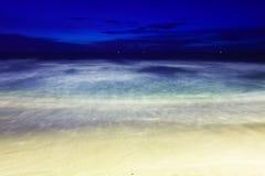 在热带海滩的晚上。 普吉岛。 泰国 库存照片