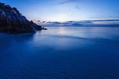 在热带海滩的晚上。 普吉岛。 泰国 免版税图库摄影