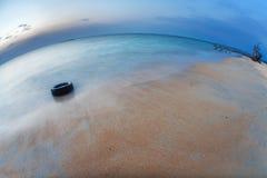 在热带海滩的晚上之前。 普吉岛。 泰国 图库摄影