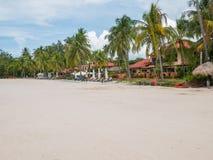 在热带海滩的海滩前的手段 库存照片