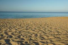 在热带海滩的艺术美好的日出 库存图片