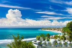 在热带海滩巴厘岛,印度尼西亚的顶视图 免版税库存图片