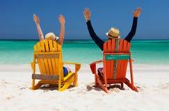 在热带海滩的夫妇 图库摄影