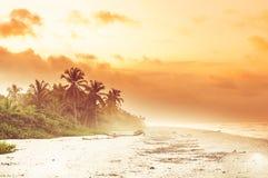 在热带海滩的日落由巴洛米诺马在哥伦比亚 库存图片