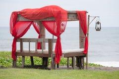在热带海滩的眺望台 巴厘岛,萨努尔,印度尼西亚海岛  库存照片