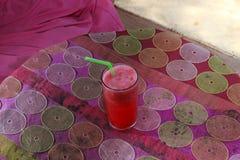 在热带海滩的西瓜震动 免版税图库摄影