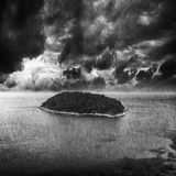 在热带的风暴的海岛 免版税库存图片