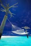 在热带盐水湖中间的吊床 免版税库存图片