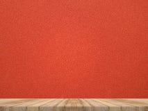 在热带红色布料纹理墙壁,模板嘲笑的木桌面 库存图片