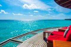 在热带马尔代夫海岛和秀丽的假期净位子  图库摄影