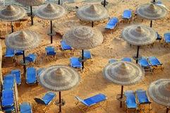 在热的夏日期间,看见海滩 图库摄影