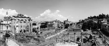 在热的晴天期间,罗马论坛鸟瞰图在罗马,意大利 普遍的地标 黑色白色 免版税库存图片