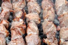 在热的格栅的烤肉牛肉Kebabs 免版税库存图片