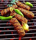 在热的格栅Closup的烤肉牛肉Kebabs 免版税库存图片