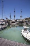 在热那亚旧港口的西班牙galleon复制品 免版税库存照片