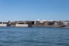 在热那亚,意大利港的储水池  免版税库存照片