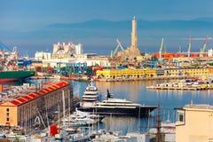 在热那亚,意大利港的老灯塔  库存照片