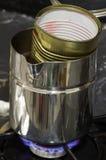 在热水锅的熔化的蜡-制作蜡烛系列 免版税库存照片