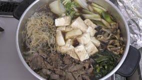 在烹调期间的Sukiyaki 股票视频