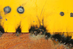 烧伤在焊接在老金属片以后 库存照片