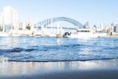 在焦点外面的悉尼港桥 免版税库存图片