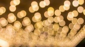 在焦点音乐堂眨眼睛天花板葡萄酒大门罩外面Timelapse电影点燃Bokeh 股票录像