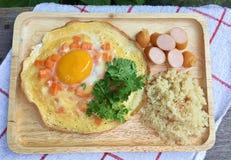 在煎蛋卷的卵黄质 库存照片