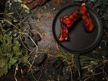 在煎锅的开胃肋骨谎言 免版税库存图片