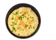 在煎锅的煎蛋卷 顶视图 查出 免版税图库摄影