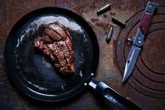 在煎锅的牛排 库存照片
