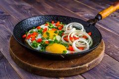 在煎锅的鸡蛋 免版税图库摄影