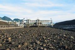 在煤炭库存的机器 库存图片