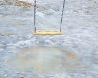 在熔化冰水坑的摇摆 库存照片