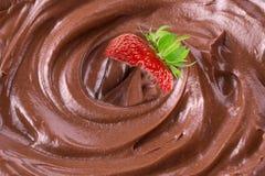 在熔化巧克力的草莓 免版税库存图片