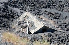 在熔岩之下的之家 库存照片
