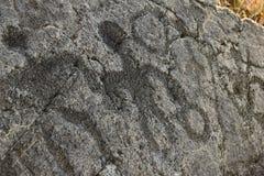 在熔岩的惊人的古老夏威夷刻在岩石上的文字晃动,大岛,夏威夷 免版税库存图片
